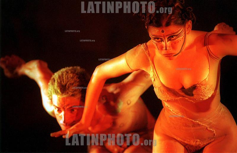 Mexico : Danza . / mexico : Dancers. / Mexiko : Tänzer.<br /> ©  Bernardo De Niz/LATINPHOTO.org