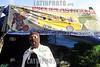 """Mexico (08/08/2003): Simpatizantes Zapatistas se reunen en la comunidad de Oventic , Chiapas para instalar las Juntas de Buen Gobierno para gobernar los municipios autonomos en Chiapas . / Mexico (08/08/2003): Zapatista supporters gathered in a three-day meeting to install the new Good Government Committees, also known as The Caracoles or Snails, to rule the Zapatista independent municipalities. / Mexiko : Die Zapatisten sind zurück. Vom 8. August an, dem 124. Geburtstag des mexikanischen Revolutionshelden Emiliano Zapata, würden die 30 """"autonomen zapatistischen indigenen Munizipien"""", die in Chiapas seit fast zehn Jahren bestehen, von fünf zentralen Organen gesteuert, von Juntas de Buen Gobierno, """"guten Regierungen"""", in Abgrenzung zur mexikanischen Regierung, dem mal gobierno von Präsident Vicente Fox, in der Hauptstadt. Diese so genannten Caracoles, """"Schneckenmuscheln"""", sollen der effektiveren Verteilung von Hilfsmitteln und selbst erwirtschafteten Geldern dienen. Schule.<br /> ©  Heriberto Rodriguez/LATINPHOTO.org"""