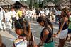 Brasil-Amazonia:  Miembros de la tribu Deni en el Rio Amazonas , Agosto 2003 .  Familias. Ninos. Chicos. Reunion.Hombres. Mujeres.  /Brazil-Amazonia: Indigenous from the Deni tribe at Amazonas River, August 2003. Meeting. Women. Beach. Sand.Men. Houses. Huts.   / Brasilien :   Eingeboren am Amazonas Fluss. (DIGITAL IMAGE) <br /> © Angelo Lucas/LATINPHOTO.org
