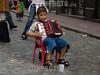 Argentina : santelmo, trabajo infantil / Argentina : Santelmo. infantile work. / Argentinien: Ein Junge spielt in San Telmo auf einem Harmonium und sammelt Geld. Strassenmusiker. Armut. Job. Kinderarbeit. © Guillermo Jones/LATINPHOTO.org