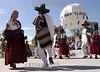 """Mexico : Da inicio la maxima fiesta del estado de Oaxaca la Guelaguetza, vocablo zapoteca que significa """"ofrenda"""" donde todas las regiones del estado se reunen en el cerro del fortin para deleitar ala gente local e internacional de los bailables unicos de cada una de sus comunidades. En la imagen El Jarabe del Valle originario de Tlacolula de Matamoros. / Mexico: indigenous dancers during a festival in Guelaguetza. / Mexiko: Indigene Tänzerinnen während eines Festivals in Guelaguetza. © Jorge Luis Plata/LATINPHOTO.org"""