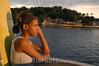 Brasil : Una jovel viaja de barco a la isla paqueta en la bahia de guanabara en rio de janeiro. La isla de 1 km cuadrado, antes un destino para el elite de rio, ahora es un barrio decadente, con recuerdos de su pasado glorioso. Acceso a la isla es via barco solamente, un viaje de una hora al pasado porque no hay vehiculos motorizados. Brazil: A young girl rides the ferry to Paqueta Island in the Guanabara Bay in Rio de Janeiro. The 1 km square island, once a getaway for the Rio de Janeiro elite, is now a decaying neighborhood of Rio with reminders of is glorious past. The only access to the island is by ferry for downtown Rio, a one hour voyage to the past because no cars are allowed on the island. / Brasilien: Ein Mädchen betrachtet den Sonnenuntergang auf der Insel Paqueta in der Bucht Guanabara. © Douglas Engle/LATINPHOTO.org