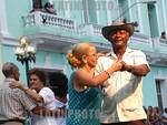 Cuba : En la Ciudad de Santa Clara. Carnaval del Adulto Mayor, unico de su tipo en el pais. jubiladas. / Cuba: old age pensioners. / Kuba: Rentner tanzen. Ball f�r Pensionierte. � Ismael F ...