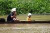 Nicaragua - Alamikamba: Ninos miskitos en Alamikamba , 400 kilometros al norte de la capital, en el atlantico norte . Alamikamba es la region mas pobre del pais donde solo el 39.4 % de la poblacion sabe leer y escribir, el 65.8 por ciento de los ninos y ninas asisten a la escuela primaria y el 17.6 por ciento asisten a la escuela secundaria. tribu. rio. / Nicaragua: Miskitos indigenous. / Nikaragua: Indigene Bevölkerung der Miskitos. Fluss. Boot. © Navarrete/LATINPHOTO.org