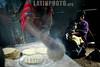 Guatemala: Indigenas preparan tortillas , la cual es<br /> elaborada por  granos de maiz , y cocinada  en comal<br /> de barro, esto es comun en la aldea Xexocom, municipio<br /> nebaj, departamento de Quiche .  / Guatemala: omelet. tradicional food. / Guatemala: Zubereitung von Tortillas. Indigene Frau. Mutter mit Kind in einer Hütte.  © Esbin Garcia/LATINPHOTO.org