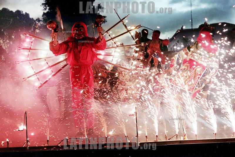 Guatemala: Quema de diablo, tradicion Guatemalteca . Tradicion, diablo, baile. / Guatemala: devil burn. traditional dance. / Guatemala: Tanz. Feier. Die Vebrennung des Teufels.