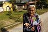Guatemala : Una pobladora de Atitlan pide dinero por haberle tomado la fotografia , en esta region es comun ver escenas como estas ya que es visitada por muchos turistas que gustan de tomar pobladores de las orillas del lago mendiga / Guatemala: old indigenous woman / Guatemala: Alte indigene Frau © Jesus Alfonso/LATINPHOTO.org