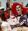 Ecuador : EL GRUPO DE TEATRO EXPERIMENTAL COLOMBIANO ENSAMBLE PRESENTO EN LA PLAZA DE LA IGLESIA DE SAN FRANCISCO EN QUITO LA OBRA LAS TRES PREGUNTAS DEL DIABLO ENAMORADO EN QUITO SE RERALIZA EL VIII FESTIVAL DE TEATRO EXPERIMEN / Ecuador: theater / Ecuador: Theater © Patricio Realpe/LATINPHOTO.org