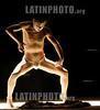 Ecuador : EL ARTISTA JAPONES TADASHI ENDO PRESENTO LA OBRA TASAGARE , ENDO ES UN BAILARIN DE DAAZA BUTHO Y BALANCEA EN EL CAMPO DE LA TENSION ENTRE EL YING Y EL YANG EN QUITO SE REALIZA EL VIII FESTIVAL DE TEATRO EXPERIMENTAL QUITO 25 DE OCTUBRE 2005 / Ecuador: theater / Ekuador: Theater © Patricio Realpe/LATINPHOTO.org