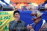 Bolivia : Acto de cierre de campana presidencial del MAS de Evo Morales minero cigarrillo coca / presidencial close act for de MAS of Evo Morales / Bolivien: Indigene Anh�nger des Pr�siden ...