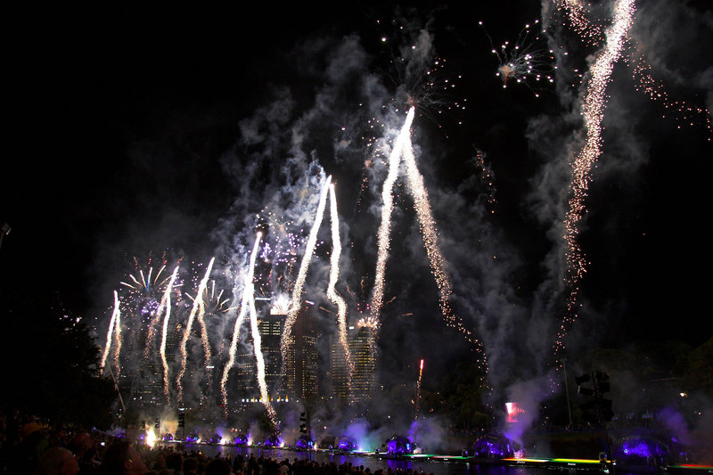 A whole row of the repeating white fireworks.
