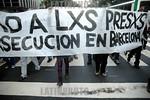 Argentina : manifestacion de organizciones anarquistas para pedir la liberacoin de los tres presos (un argentino y dos chilenos) detenidos en Barcelona desde el 4 de febrero a la salida de u ...