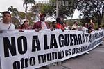 Venezuela : Delegados al VI Foro Social Mundial marchan por la Avenida de los Proceres en la inauguracion del Foro      24 de enero de 2006 . mujeres contra la guerra. / World Social Forum's ...