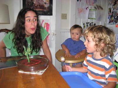 Romeo: YAY!   Mummu: Oooohhh    Enzo: Umm?