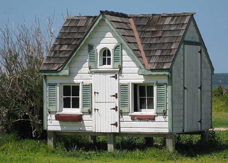 Nice children's play house!