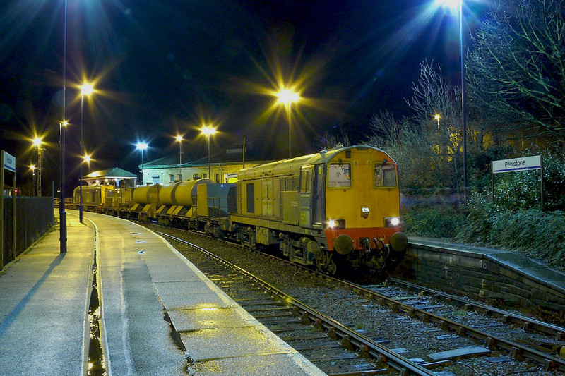 It was so very cold this night as 20305 and 20304 wait time with 3S13 2040 Worksop - Huddersfield Sandite working shame these trains are now in the hands of DBS 66s