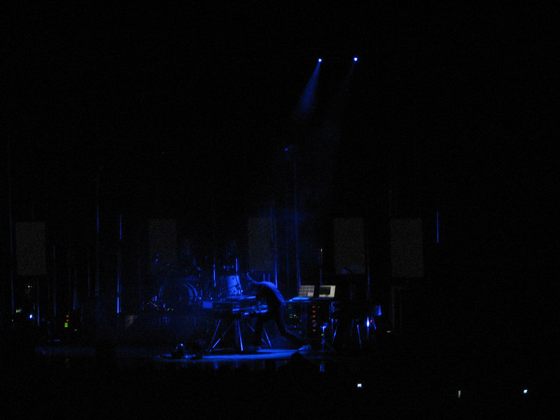 2007 01 27 Sat - Tim Rice-Oxley rockin' out on the keys