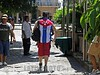 Cuba : Joven paseandose por la Habana Vieja, vestido con la bandera Cubana . Cuba: Youth walking through Old Havana, dress with the Cuban flag. / Kuba: Jugendlicher mit Kuba - T-Shirt in Havanna. © Carlos Baston Chils/LATINPHOTO.org