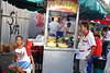 Venezuela - Caracas : Vendedor de Cachapas en Caracas . Paisaje urbano. comida en la calle. / Urban landscape. fast food. / Ein Strassenhändler verkauft in Caracas Esswaren. © Sebastian Hacher/LATINPHOTO.org