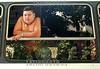 Venezuela - Caracas : Paisaje urbano . joven gordo. / Urban landscape. fat man. / Ein übergewichtiger Mann schaut aus einem Busfenster. Jugendlicher. © Sebastian Hacher/LATINPHOTO.org