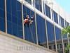 Cuba : Limpieza de edificios, Universidad . / Cleaning of buildings, University. / Kuba: Fensterreinigungsarbeiten an der Fassade der Universität. Gebäudereiniger. © Carlos Baston Chils/LATINPHOTO.org