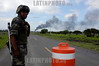 Mexico : Explosiones en los ductos de gas LP, Natural y petroleo en los ductos de PEMEX en el Municipio de Villa Corregidora, Queretaro , no se registraron perdidas humanas . La PGR delegacion Queretaro asumio las investigaciones de las explosiones. / Mexiko: Gasexplosion bei Corregidora. Soldat. Armee. © Demian Chavez/LATINPHOTO.org