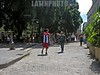 Cuba : Joven paseandose por la Habana Vieja, vestido con la bandera Cubana . Cuba: Youth walking through Old Havana, dress with the Cuban flag. / Kuba: Jugendlicher mit Kuba - T-Shirt in Havanna. © Carlos Baston Chils/LATINPHOTO.org