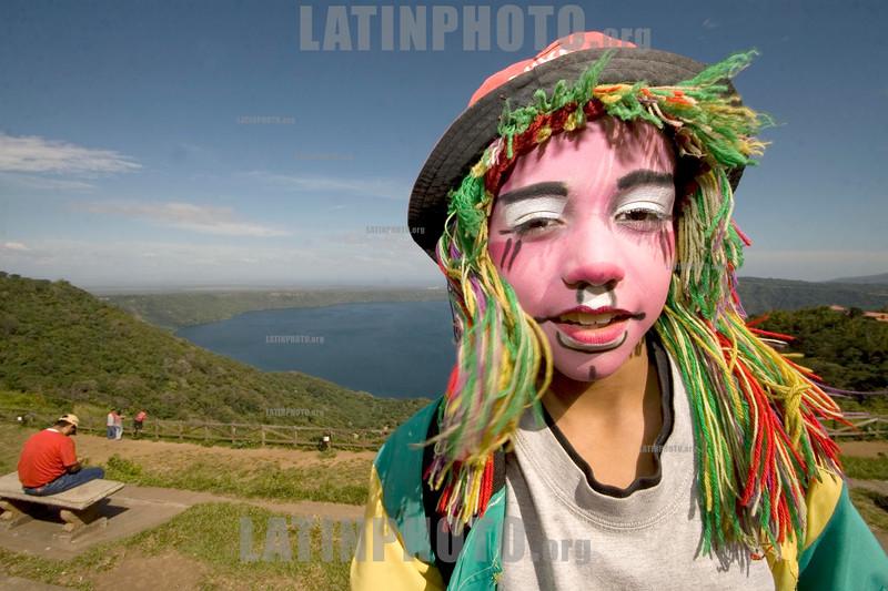Nicaragua : Laguna de Catarina . Payaso. / Catarina Lagoon. / Nikaragua: Ein Junge bei der Lagune Catarina. © Inti Ocon/LATINPHOTO.org