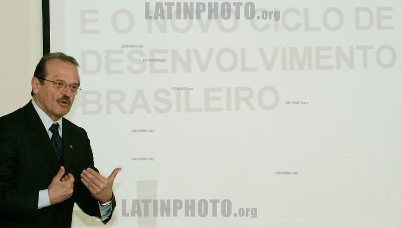 Ministro da Justica do Brasil Tarso Genro durante conferencia no seu primeiro dia de visita oficial a Portugal realizado na Embaixada do Brasil em Lisboa nesta quinta-feira 10 de Janeiro de 2007 . © Paulo Amorim/LATINPHOTO.org