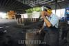 Nicaragua- Managua : Compania Licorera de Nicaragua , donde se produce el Ron Flor de Cana . trabajador. / Componia Licorera de Nicaragua Old - Premium Nicaragua Rum. / Nikaragua: Rum aus Nicaragua. Alkohol. Arbeiter. © Oscar Navarrete/LATINPHOTO.org