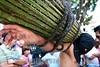 Mexico : Se llevaron a cabo las tradicionales procesiones de semana santa en la ciudad de Taxco Guerrero donde partciparon penitentes flajelandose la espalda toda la noche , encruzados cargando pesados rollos de espinas de zarza que se les entierran en la espalda y las animas que son mujeres encapuchadas que llevan grilletes en los pies y van gargando peque–os cristos, Taxco guerrero son unos de los pocos lugares del pais que llevan a cabo las fiestas de Semana Santa con tanto fervor . / Easter week in Taxco. / Mexiko: Ostern in Taxco. Prozession. Gläubige tragen zur Busse Dornenbündel. © Carlos Tischler/LATINPHOTO.org