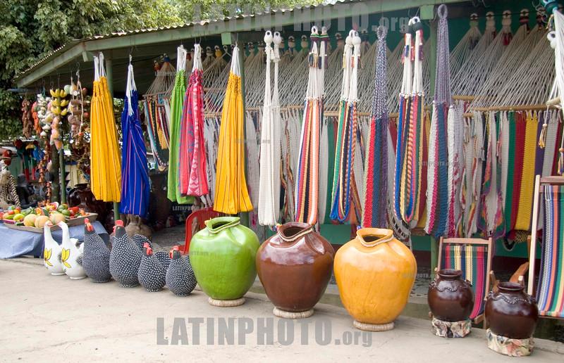 Nicaragua : Artesania de San Juan de Oriente . bodegomes. hamacas. / handicraft. Souvenirs. / Nikaragua: Handwerkskunst aus San Juan de Oriente. © Inti Ocon/LATINPHOTO.org