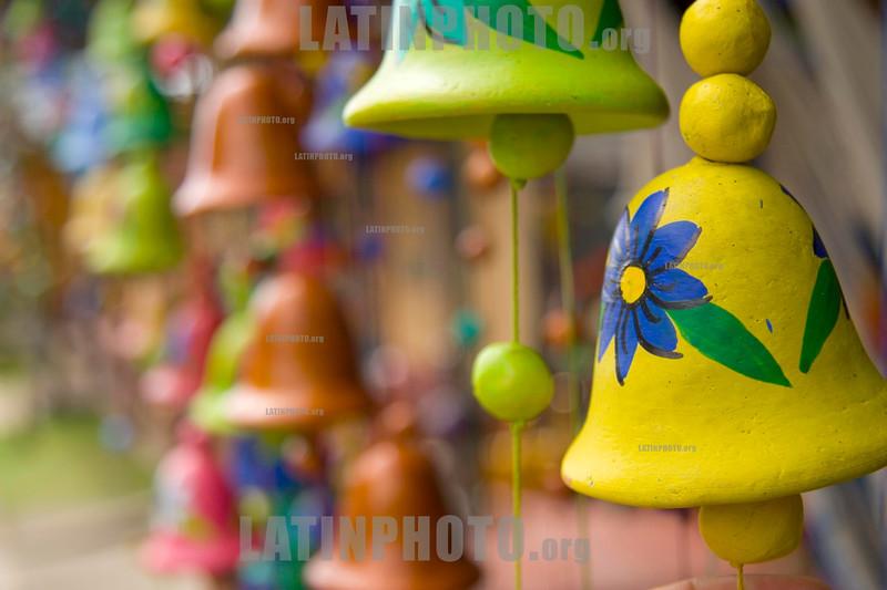 Nicaragua : Artesania de San Juan de Oriente . / handicraft. Souvenirs. / Nikaragua: Handwerkskunst aus San Juan de Oriente. © Inti Ocon/LATINPHOTO.org