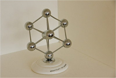 Atomium Model Reflection