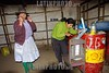 Bolivia: estacion de servicio en la region de Huanuco - Huayllay . estacion de gasolina. gasolinera. / Bolivia: petrol station between Huanuco - Huayllay. service-station attendant. country. / Bolivien: Tankstelle auf dem Land zwischen Huanuco - Huayllay. Benzin. © Claus Possberg/LATINPHOTO.org
