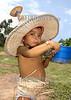 Cuba - Delta Amacuro: Indigenas del Delta Amacuro , esposas del cacique de la aldea . En las aldeas del Delta Amacuro, los indigenas despues de haber fermentado su bebida tipica proceden a beberla. Hasta los ninos la toman. / Indigenous Delta Amacuro. / Kuba: Indigenes KInd im Delta von Amacuro. Strohhut. Getränk. © Alberto Borrego Avila / LATINPHOTO.org