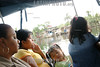 Panama: Pequena embarcacion que recorre las diferentes islas que forman Bocas del Toro , Panama . / Women. girl. / Indigene Frauen fahren auf einem Boot in der Region von Bocas del Toro. Kind, Mädchen. © Nicolas Stulberg/LATINPHOTO.org