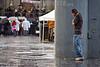 Mexico : Zocalo de la Ciudad de Mexico, en una tarde lluviosa . / Main square of Mexico City, during a rainy evening. / Mexiko: Ein Mann beobachtet im Regen eine Musikkapelle in Mexiko Stadt. © Carolina Lopez Llano/LATINPHOTO.org
