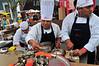 Peru : 1 . Feria Gastronomica Internacional de Lima. cocineros. / Food fairs. / Eröffnung der Gastrowochen in Lima. Muschelgericht. Köche bei der Zubereitung eines Muschelgerichts. © Marco Simola/LATINPHOTO.org