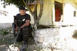 Mexico : Elementos de la Agencia de Seguridad Estatal (ASE), realizan un operativo en el que aseguraron a cuatro implicados en el robo de trailers con mercancia en el Valle de Mexico, asi co ...