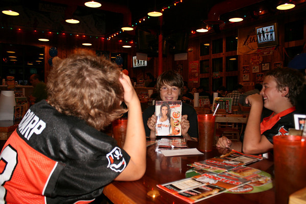 2009-09-12 hooters