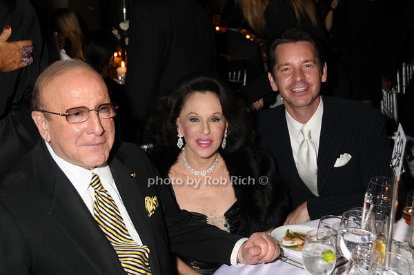 Clive Davis, Nikki Haskell, guest<br /> photo by Rob Rich © 2009 robwayne1@aol.com 516-676-3939