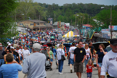 Part of the Saturday afternoon crowd.  Reportedly over 800 registered vehicles.  2009 Magic Dragon car show Lake of the Ozarks (c) D.L.Jones Photography 2009