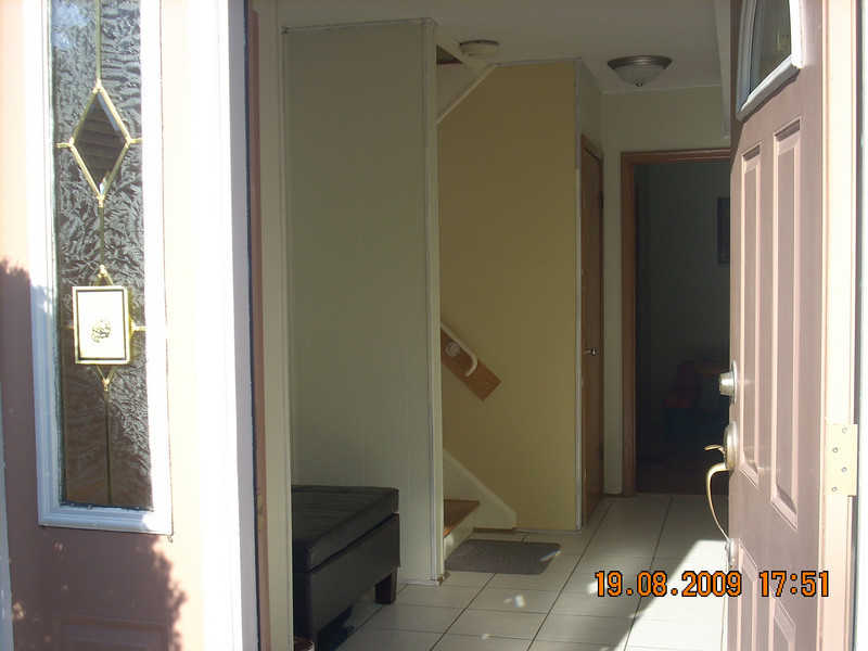 Foyer/hallway - Lower level