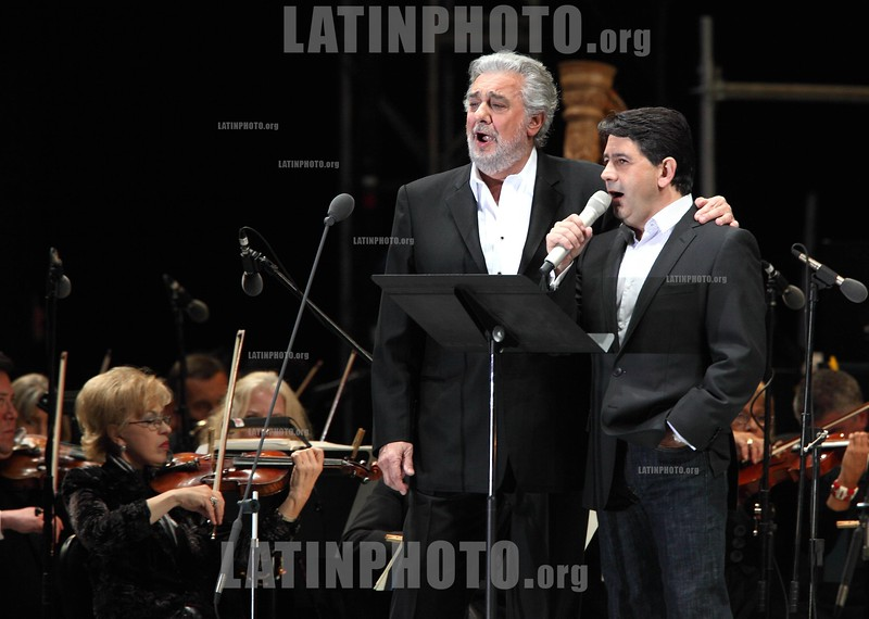 Mexico : Opera tenor singer Placido Domingo (L) performs an opera song along with his son Placido Domingo Jr .during the Concert of the Angel in Mexico City, December 19, 2009. Domingo is one of the most important opera singers ans he has made over one hundred recordings and appeared in different films too. Mexico : El cantante tenor Placido Domingo canta con su hijo Placido DOmingo Jr furante el Concierto del Angel en la Ciudad de Mexico, Diciembre 19, 2009.<br /> © Heriberto Rodriguez/LATINPHOTO.org