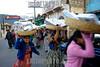 Guatemala : Mujeres salen de un servicio evangelico en Almolonga donde se calcula que el 90% de los pobladores son protestantes donde hay 37 templos y solo un templo catolicola region es famosa por sus verduras gigantes . / Religion. indigenous woman. folklore. / Indigene Frauen verlassen eine Hochzeitsfeier und tragen auf ihren Köpfen Körbe mit Geschenken . © Jesus Alfonso/LATINPHOTO.org