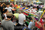 Brasil : COMPRAS DE MATERIAL ESCOLAR . Aumento de consumidores gera desequilibrio de precos que chegam a variar de 233 % ate numeros absurdos de 3000 % segundo o PROCOM. Na foto a tradiciona ...