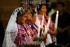 Guatemala : Indigenas en Misa en la Catedral de la Ciudad de Guatemala . / Indigenous women. / Indigene Frauen beten in der Kathedrale in Guatemala-City. Kerzen. Kirche. Messe.© Inti Ocon/LATINPHOTO.org
