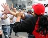 Venezuela : Opositores y chavistas se enfrentaron a golpes en la avenida Bolivar de Valencia, durante la marcha opositora en contra de la inseguridad en el estado Carabobo, miercoles 21 de Enero del 2009 . / Protest between opposition and supporters of Venezuela's President Chavez. / Auseinandersetzung zwischen Chavisten und Oppositionelle am 21.01.2009 in Valencia, Carabobo. © Juan Carlos Hernandez/LATINPHOTO.org