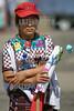 Guatemala : Mujer recogiendo flores en el Dia a la no violencia en Ciudad de Guatemala . / Protest against violence. / Protestkundgebung gegen Gewalt in Guatemala-City. © Inti Ocon/LATINPHOTO.org